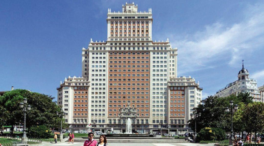 PFC: proponen convertir el Edificio España en una ciudad de vacaciones
